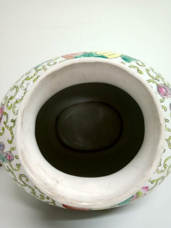 porseleinen vaas met deksel