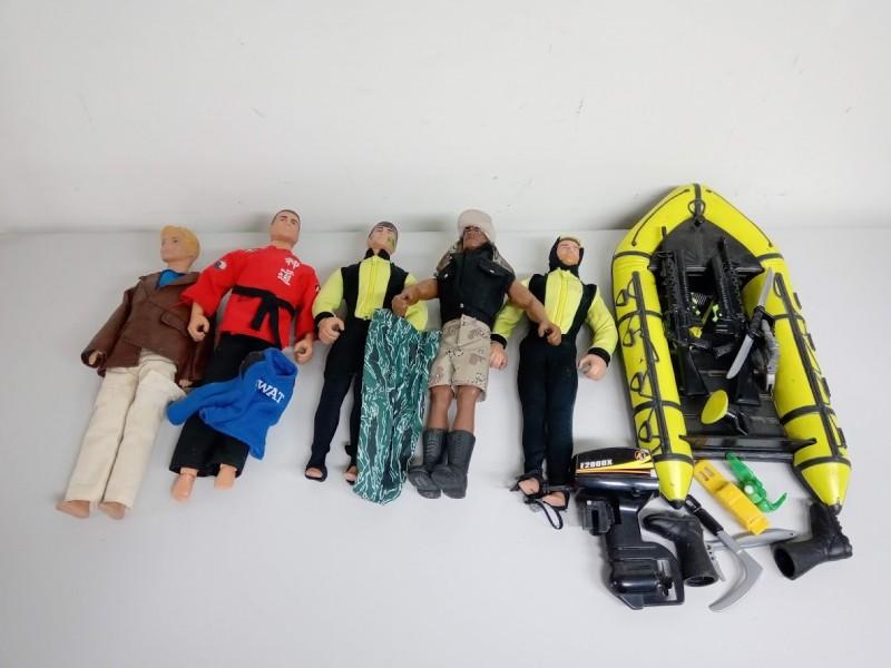 Action-man: 5 poppen met boot en toebehoren