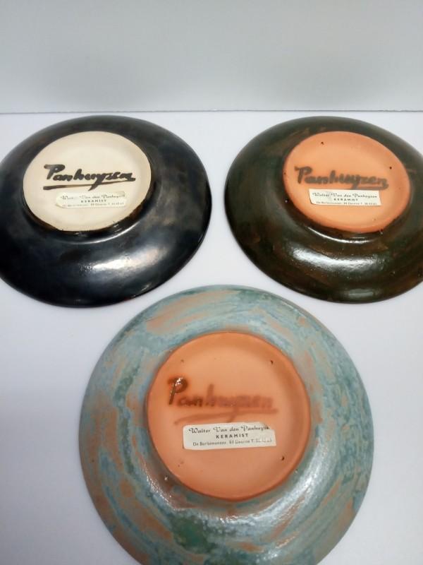 3 keramieken borden 'Van den Panhuyzen'