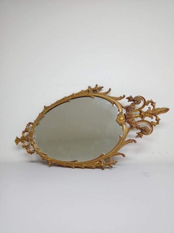 kleine spiegel met ijzeren inlijsting