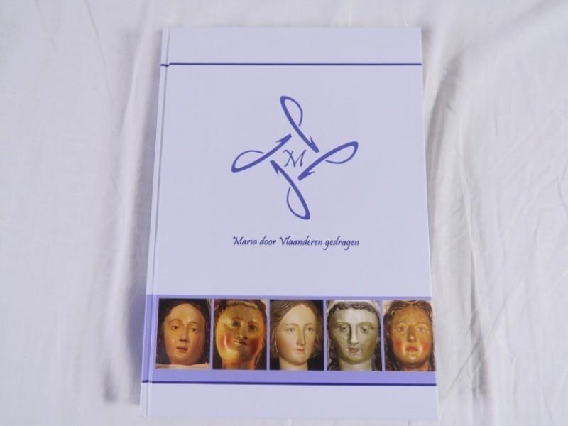 Boek - Maria door Vlaanderen gedragen