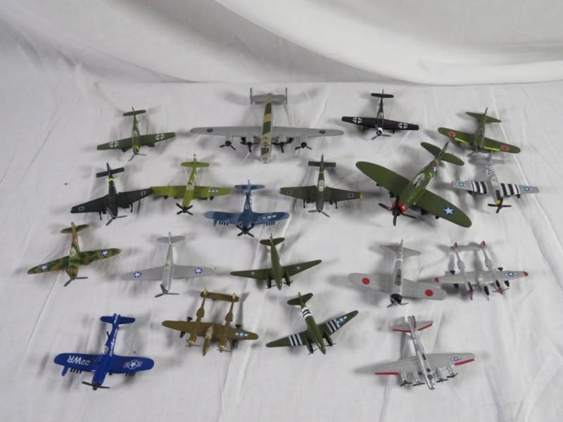 Lot metalen schaalmodellen van vliegtuigen