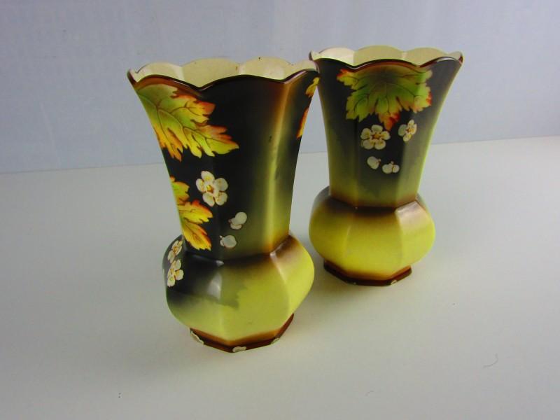 Set Van 2 Art Nouveau Vazen, Bloemmotieven