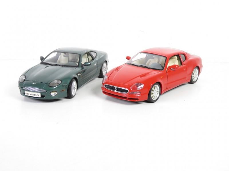 Set van 2 schaalmodellen