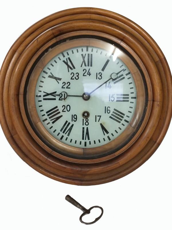Oude houten (station) klok