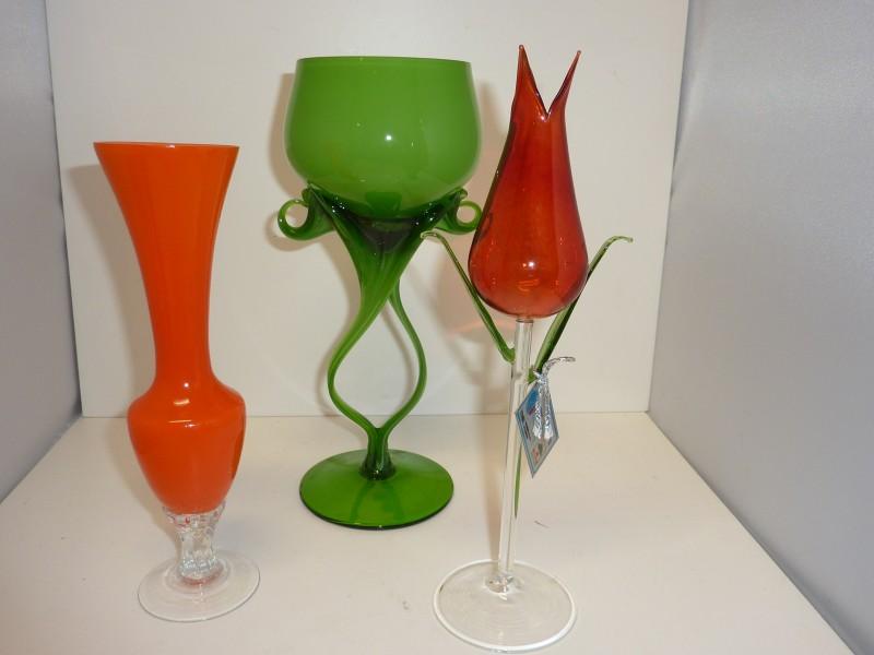 Reeks van 3 glazen sierstukken