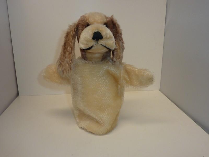 Antieke speelpop van Steiff voor een poppenkast