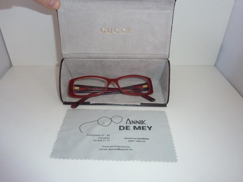 Rode bril van Gucci in bewaartasje