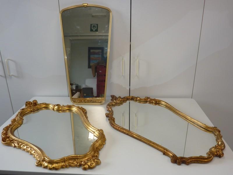 Trio van spiegels met goudkleurige lijst