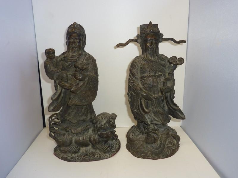 Duo metalen beeldjes van Oosterse keizers