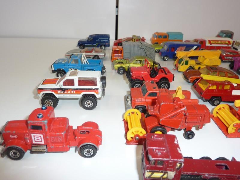 Monsterfile van 98 miniatuur auto's