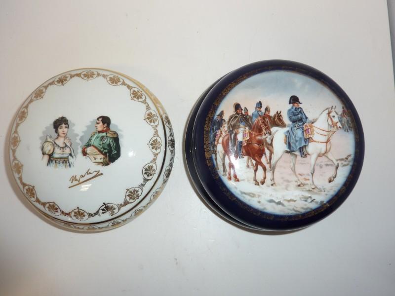 Duo van porseleinen bonbonieres met Napoleon thema