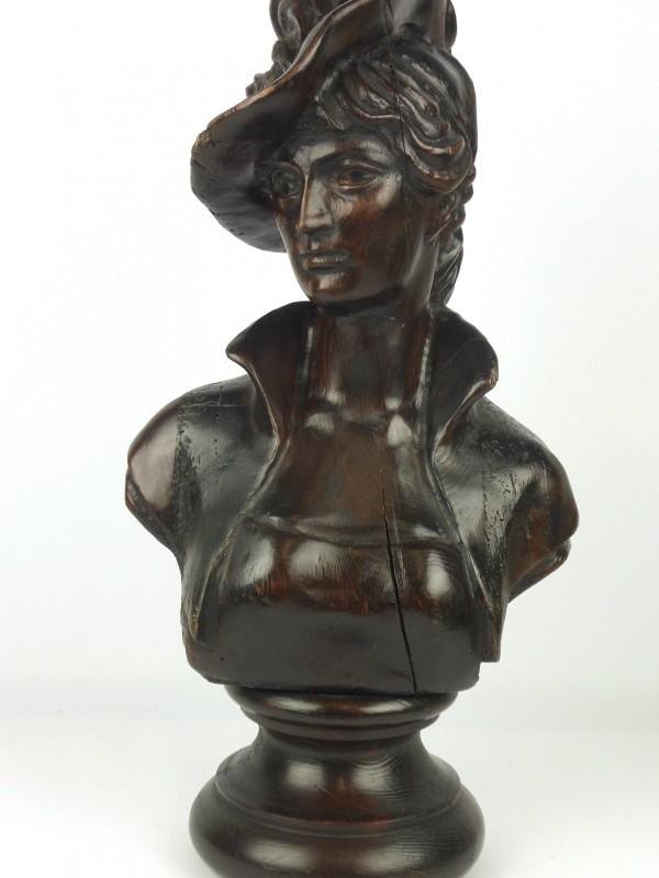 Houten buste (Dame met hoed)
