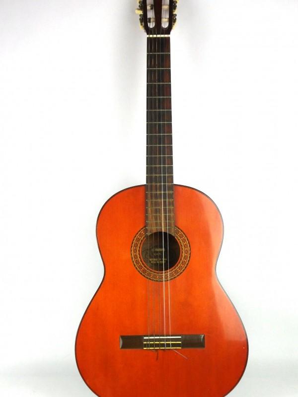 Akoestische gitaar (YAMAHA)