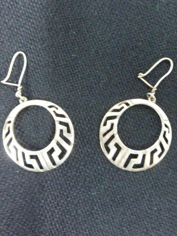 2 Zilveren oorbellen (925)