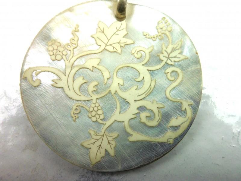 Zilveren halssnoer met schelp