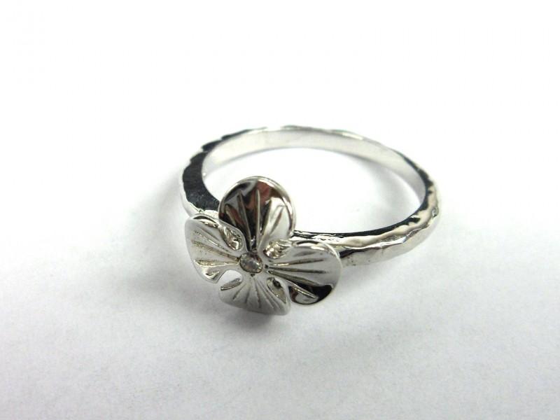 Zilveren ring met klavertje