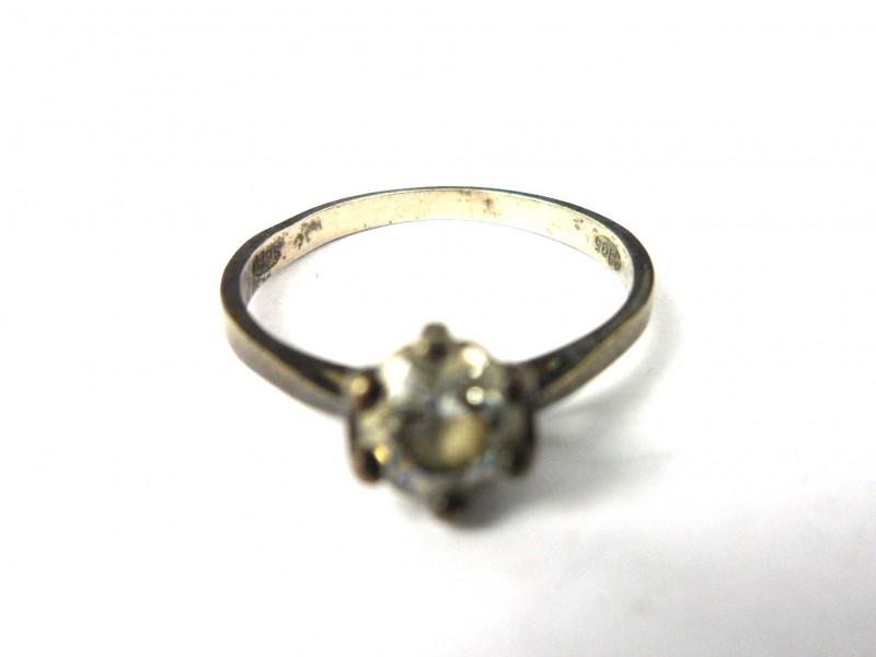 Zilveren ring met glazen steentje