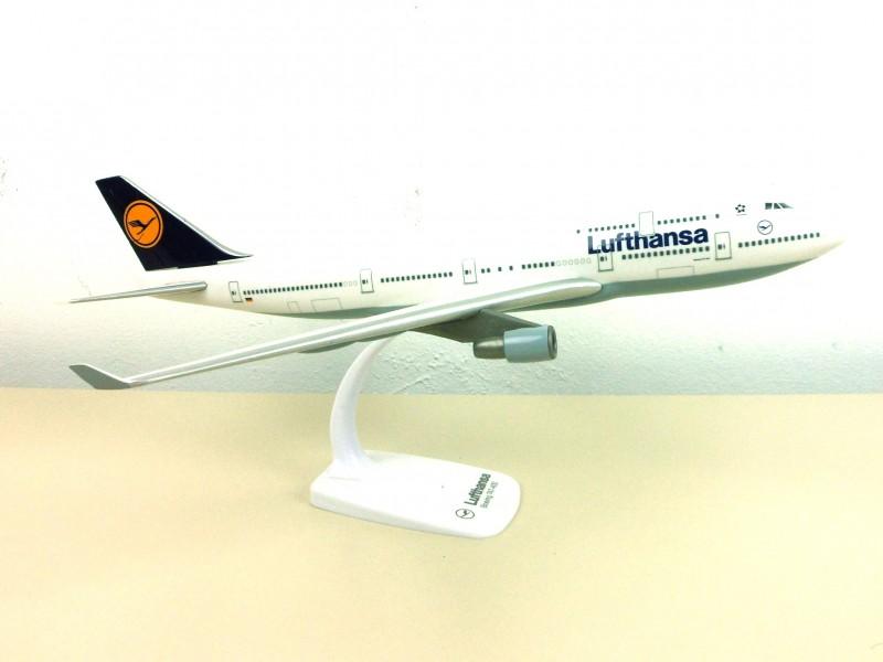 Passagiersvliegtuig op schaal