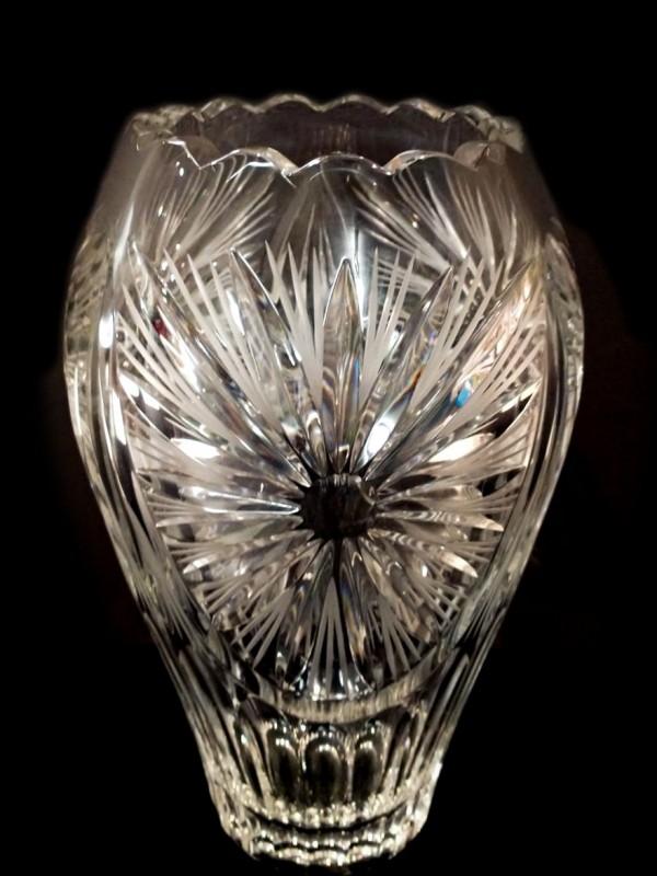 Prachtige geslepen kristallen vaas, gesigneerd