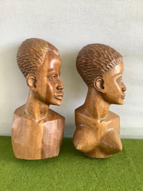Afrikaanse houten borstbeelden