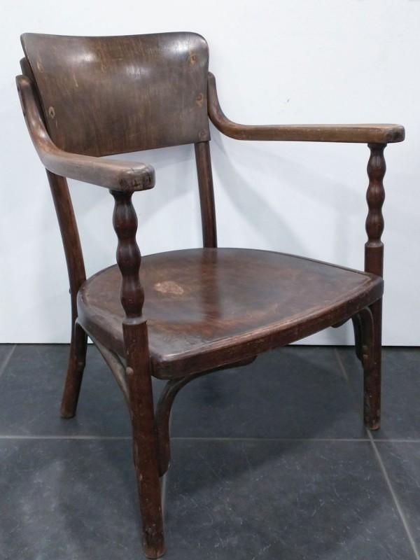 """Oude """"Thonet Fischel"""" stoel"""